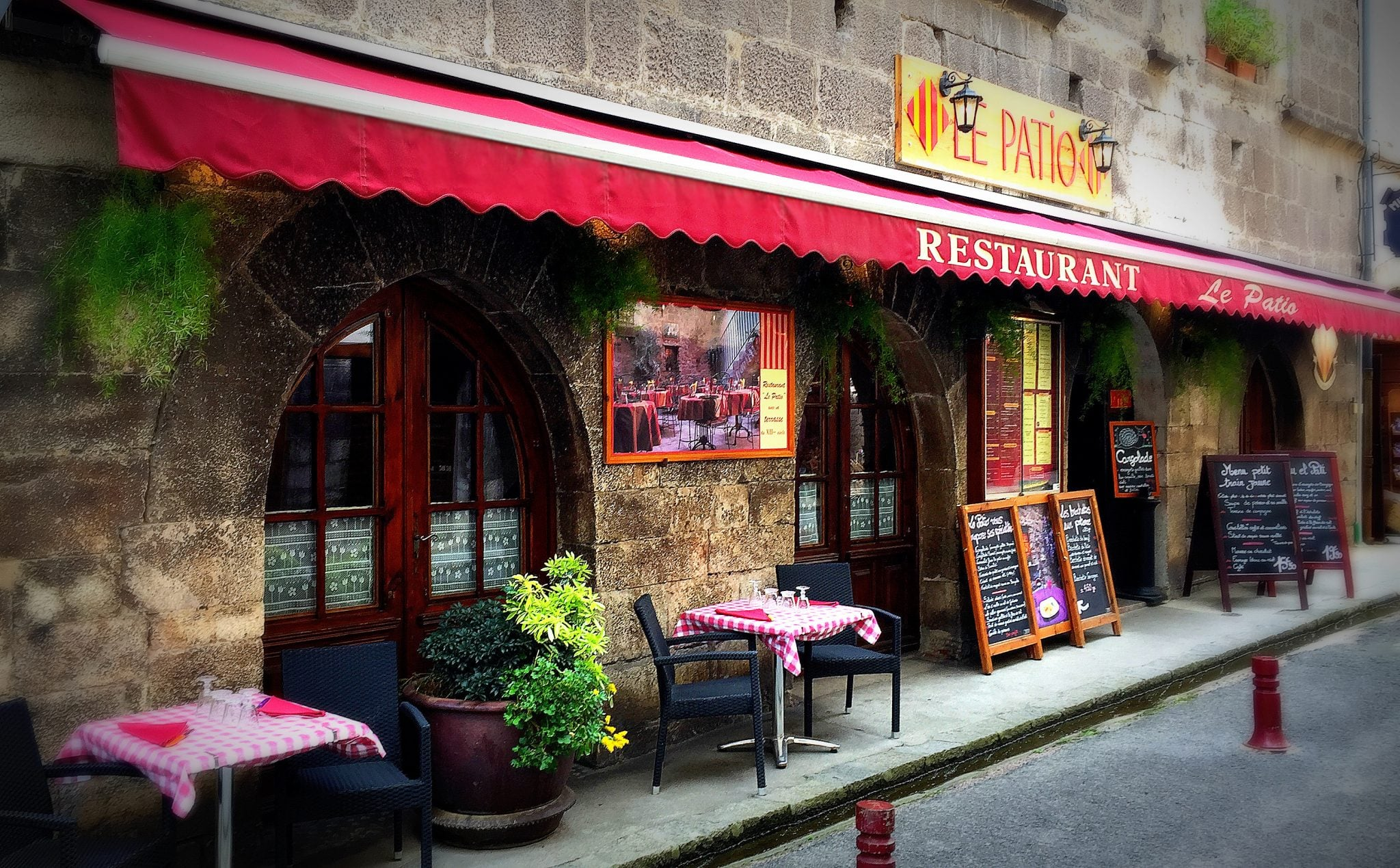 Slide-Facade-Restaurant-le-Patio