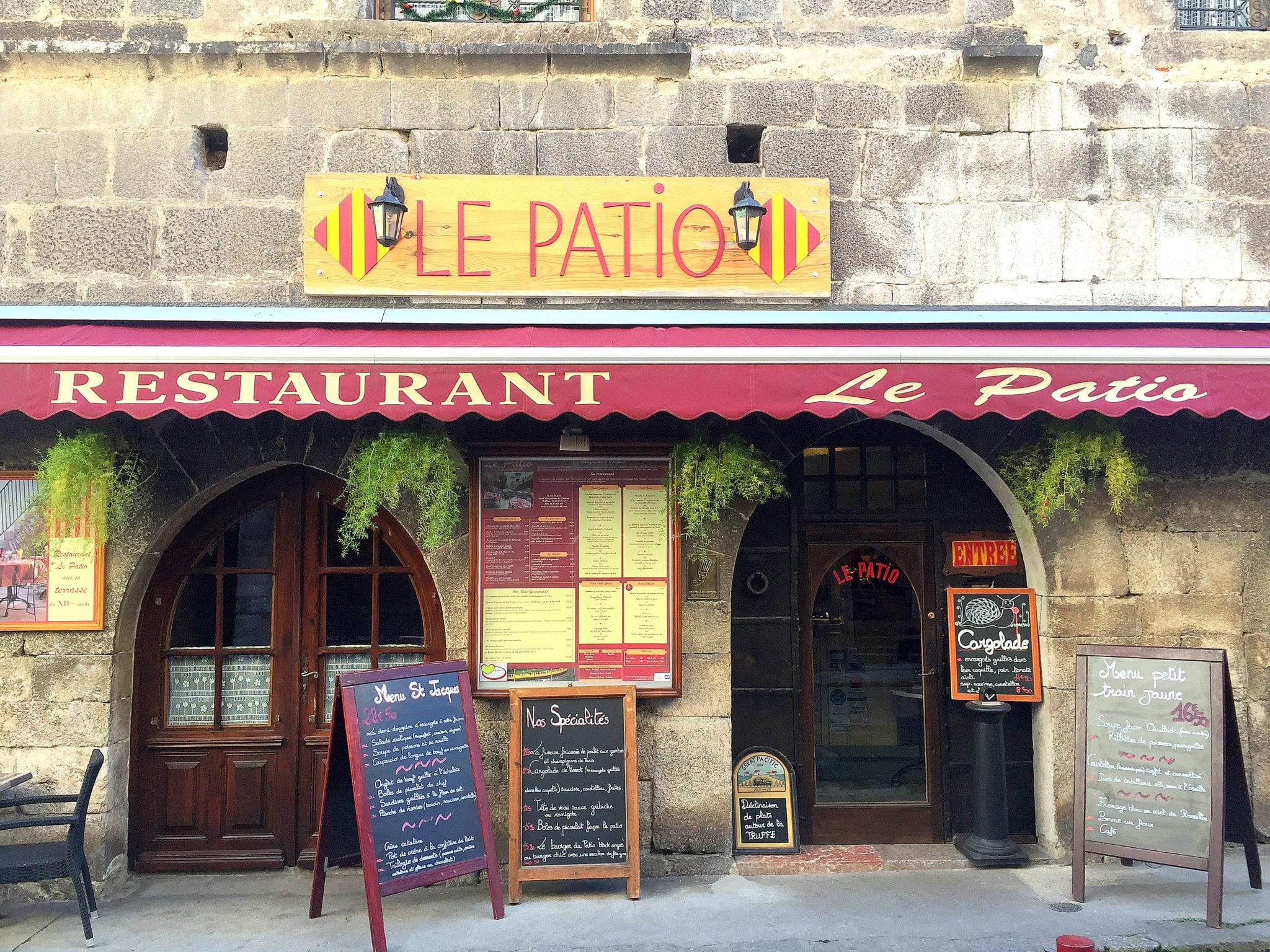 Facade_restaurant_le_patio-Redresse